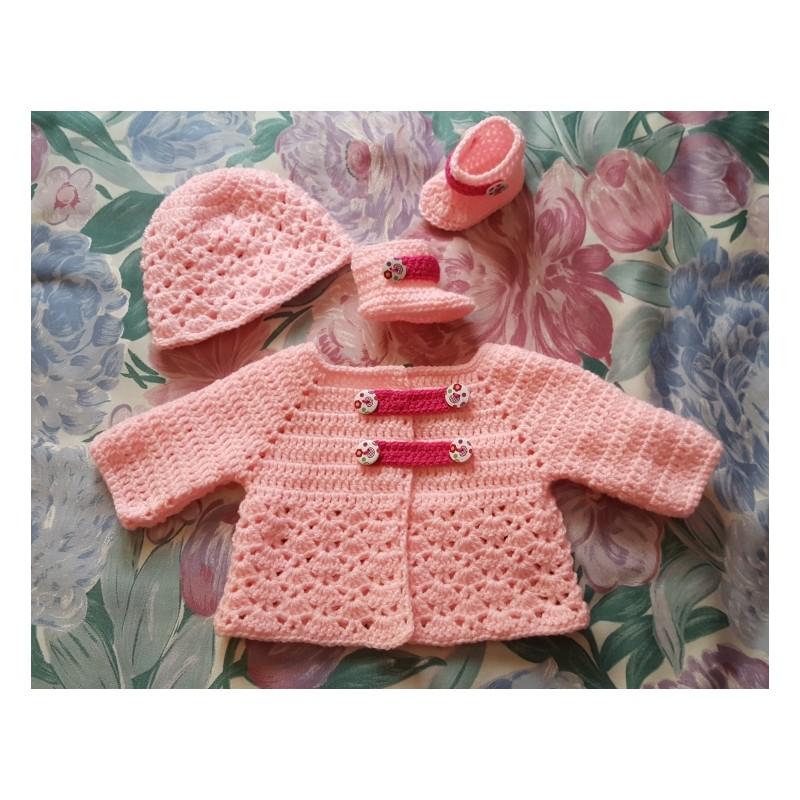 736cf08cd782e Patron d un ensemble layette pour bébé au crochet.