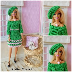 Patron de crochet pour réaliser une robe et un béret pour Barbie
