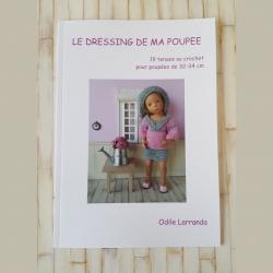 """Couverture du livre """"Le dressing de ma poupée"""" contenant le patron de 19 tenues au crochet"""