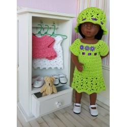 Laure, tenue au crochet composée d'une robe et d'un chapeau