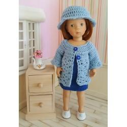 Tenue Luna au crochet composée d'une robe à bretelles, d'une veste longue et d'un chapeau